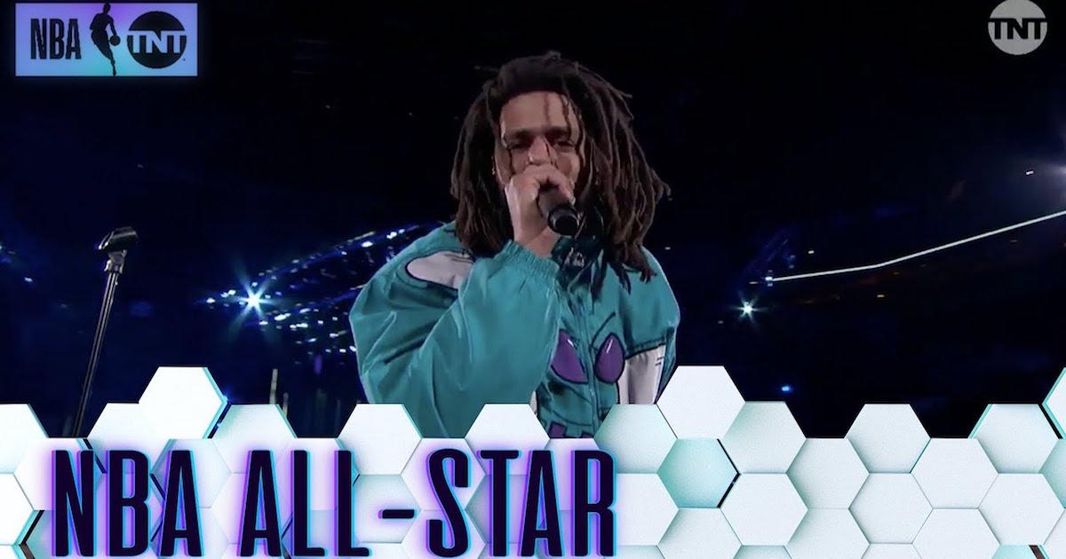 NBAオールスター戦のハーフタイムショーに出演したJ. Coleのライブ映像をチェック。「21 Savage、俺たちはお前を愛してるぜ!」