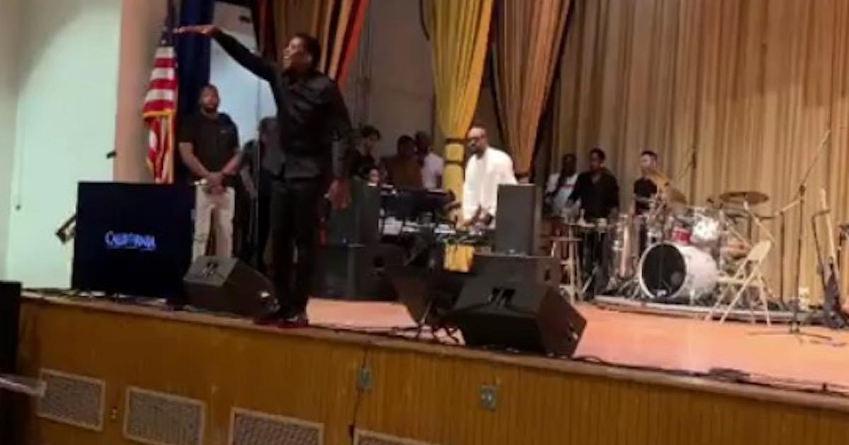 Kanye West(カニエ・ウェスト)の「Sunday Service」が実際の教会の会衆にて楽曲を披露