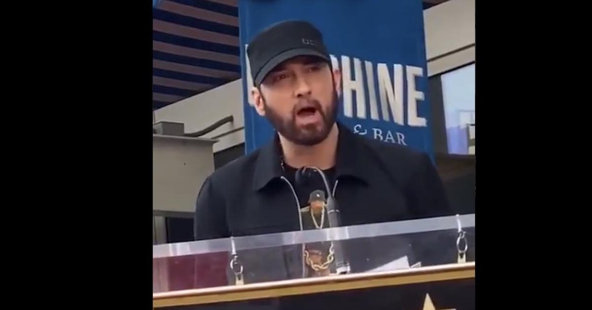 50 Centの「ハリウッド殿堂入り」を祝いエミネムが珍しく公の場でスピーチ。「50 Centの敵にはなりたくない」