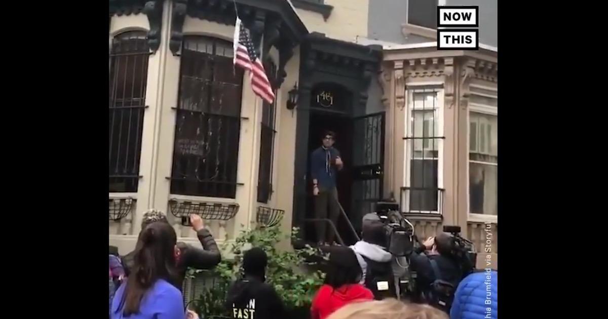 警察から攻撃を受けたデモ参加者70名に男性がシェルターとして自宅を提供。