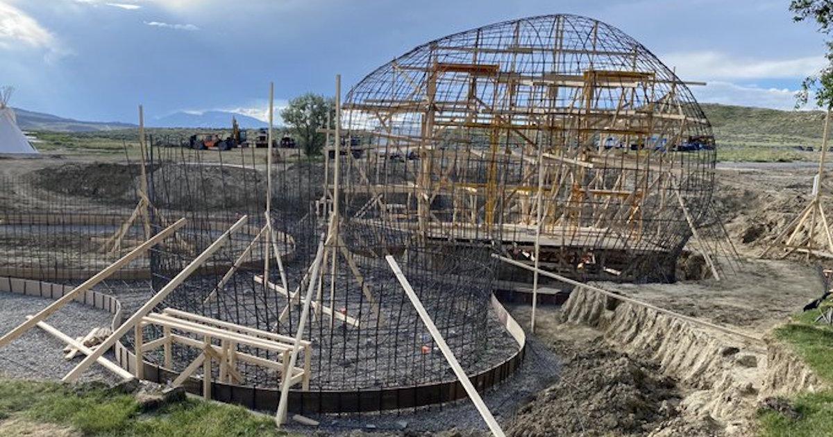カニエ・ウェストが2020年アメリカ大統領選挙キャンペーンとして建設中のシェルターを公開。以前はスター・ウォーズをモチーフとした低所得者向けの住宅を建設すると発表していた。
