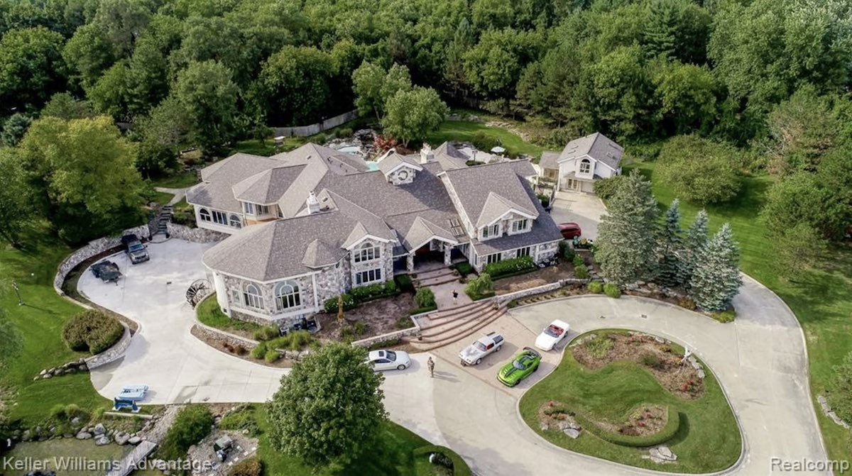 エミネムがかつて住んでいたミシガン州の豪邸が販売される。詳細はこちら