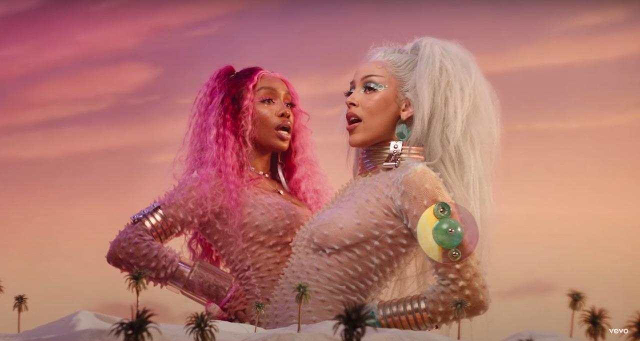 Doja CatとSZAが新曲「Kiss Me More」をリリース。宇宙をテーマにしたミュージック・ビデオも公開
